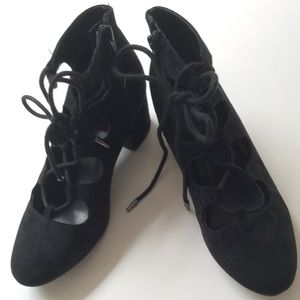 Mossimo Black Suede Lace Up Block Heal